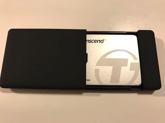 SSDをケースに入れる