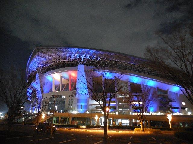 埼玉スタジアム2002 オリンピックカラー ライトアップ