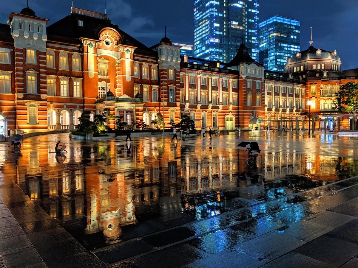 夜、東京駅にて。