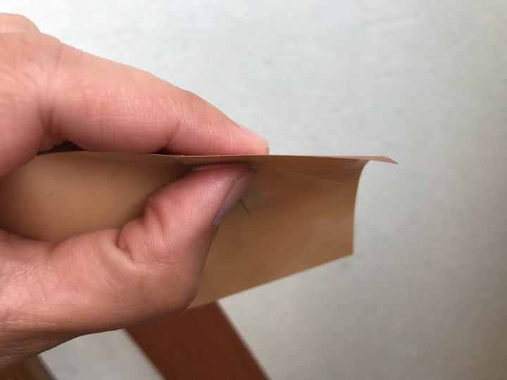 ダイソーの木目調リメイクシート3種類を比較。貼りやすさ、質感の違いは?