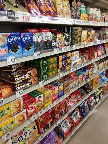お菓子売り場 スーパー