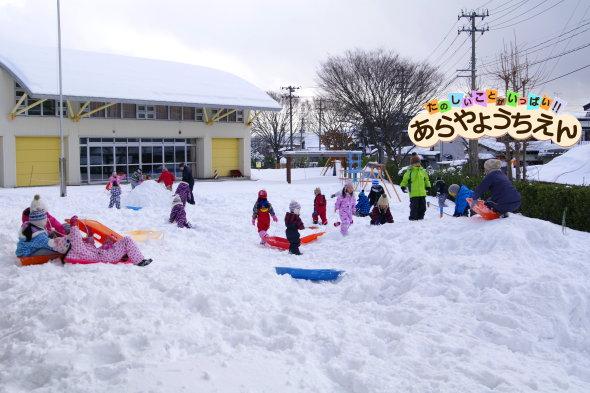 雪遊び(秋田県秋田市の楽しい幼稚園 新屋幼稚園)