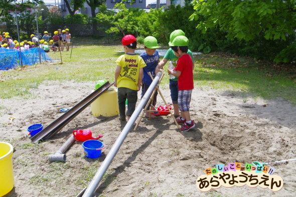 土木作業(秋田県秋田市の楽しい幼稚園 新屋幼稚園)