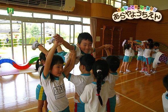 組体操練習(秋田県秋田市の楽しい幼稚園 新屋幼稚園)