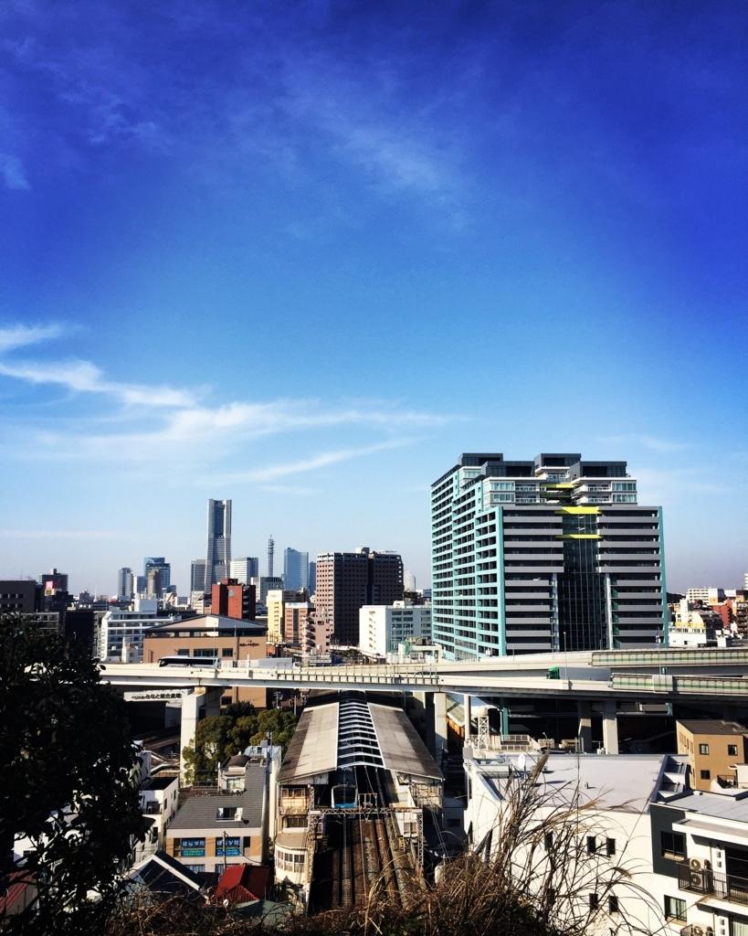 横浜:「外交官の家」からランドマークタワーを望む