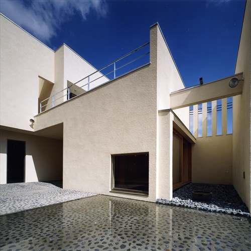 上新田の家の水盤