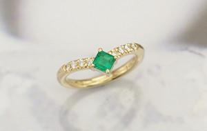 エメラルドの婚約指輪