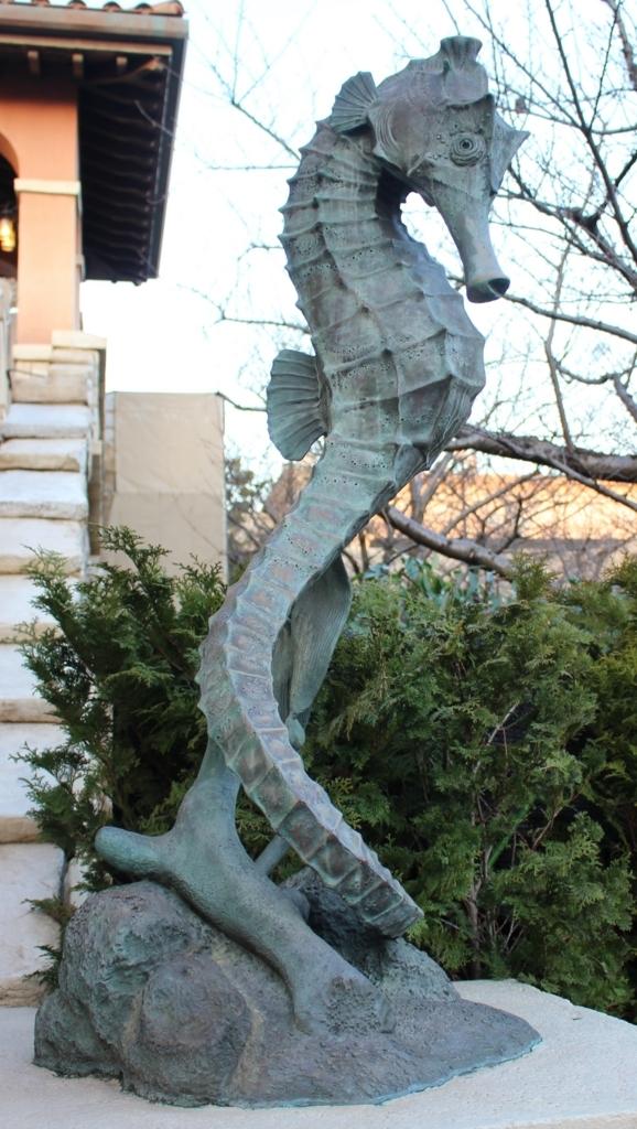 東京ディズニーシー・シードラゴンの像
