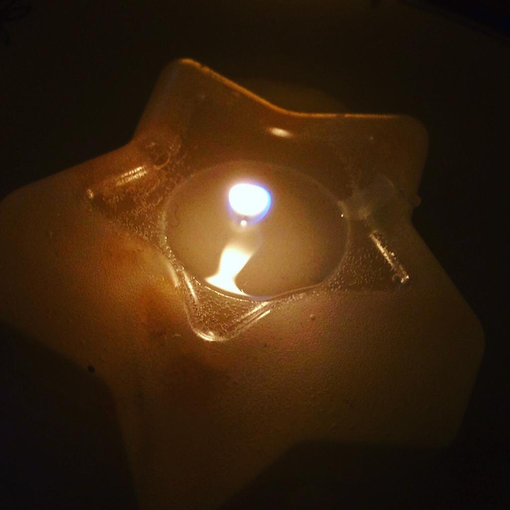 キャンドルのゆらぐ光でリラックス