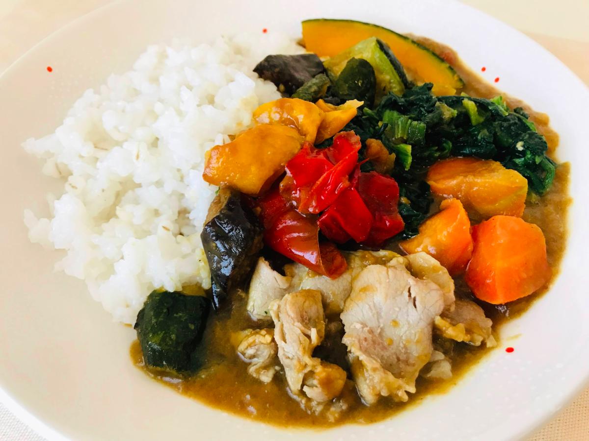 野菜を楽しむスープ食カレー盛りつけ