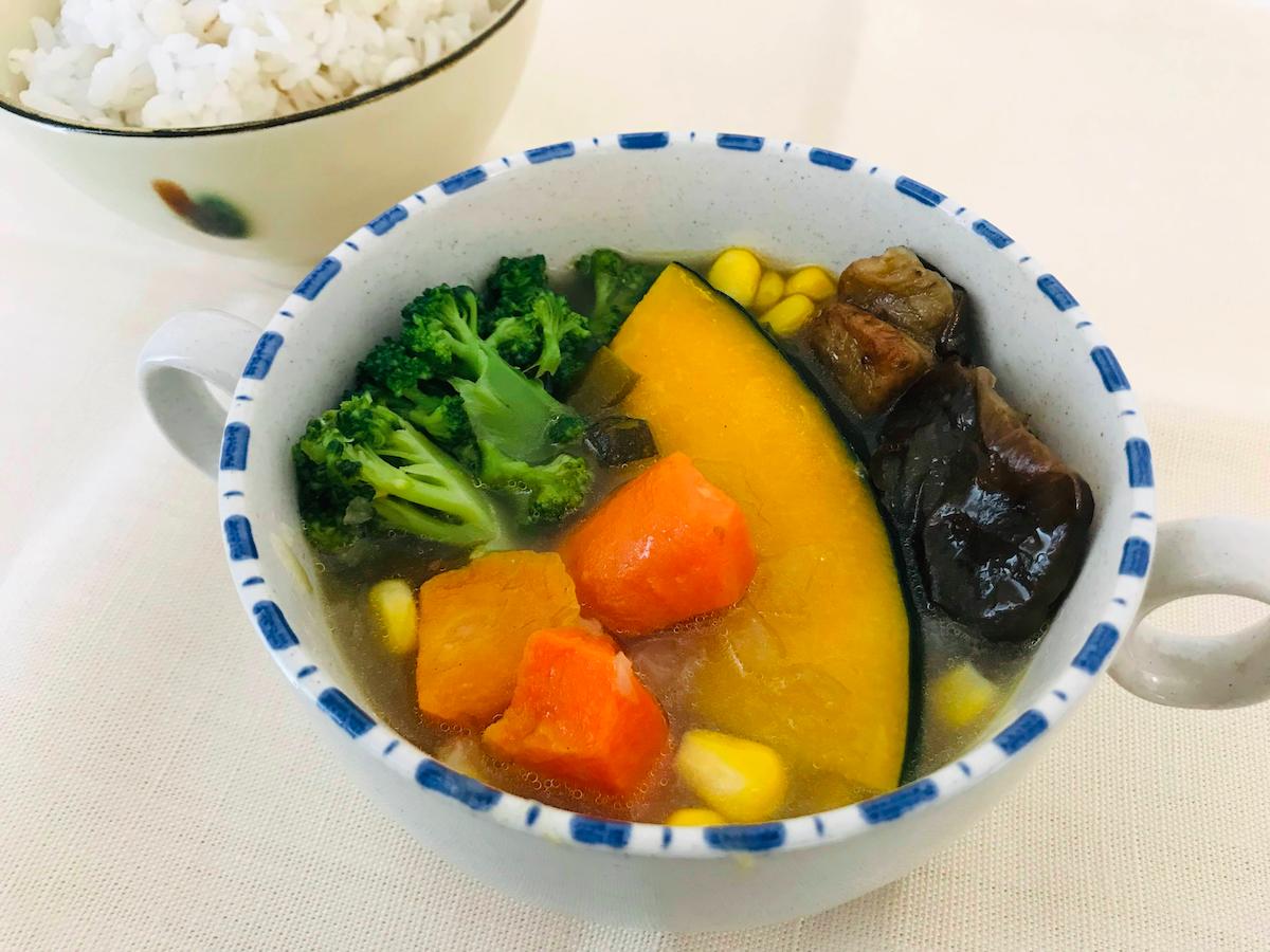 ベジ活スープ食ミックス野菜盛りつけ
