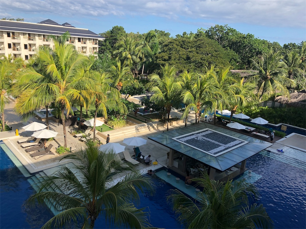 ボホール島にあるアロナビーチ直結、ヘナンリゾートホテルの内観