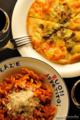 トマトソースのスピラーリときのこのピッツァ