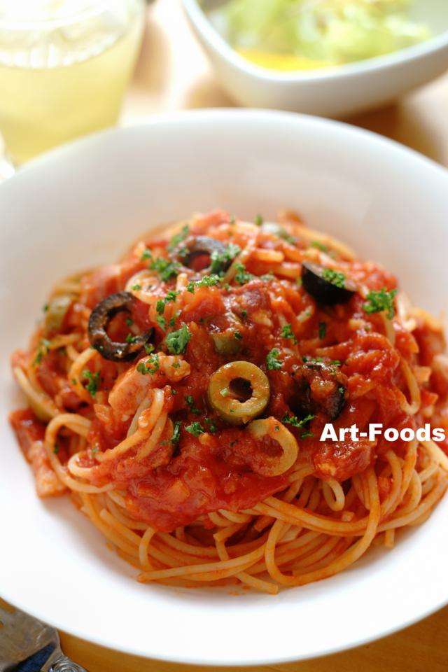 パンチェッタとオリーブのトマトソースパスタ_161225