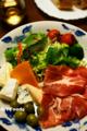 チーズとハモンセラーノの盛り合わせ_170102