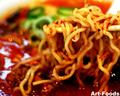 信長ラーメンの『赤いラーメン』中太縮れ麺_191027