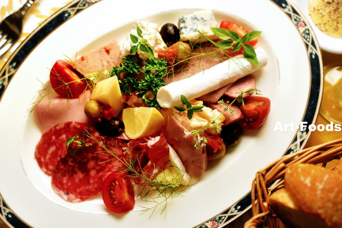 チーズとソーセージの盛り合わせ_200813