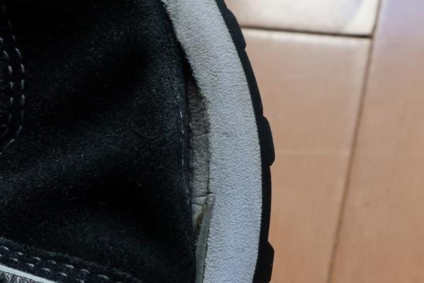 ニューバランス 靴底ソール 剥がれ