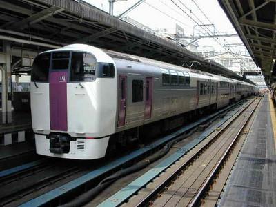 215系 横浜駅にて