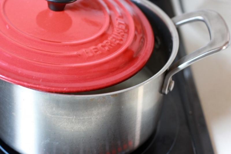 もち麦を鍋で炊く