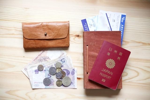 現金とパスポート
