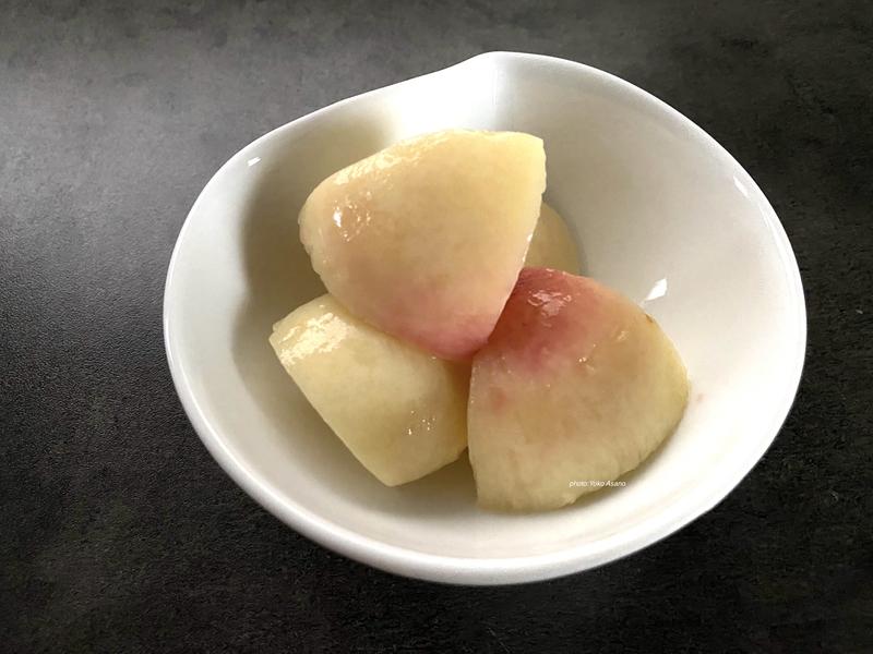 切った桃の画像