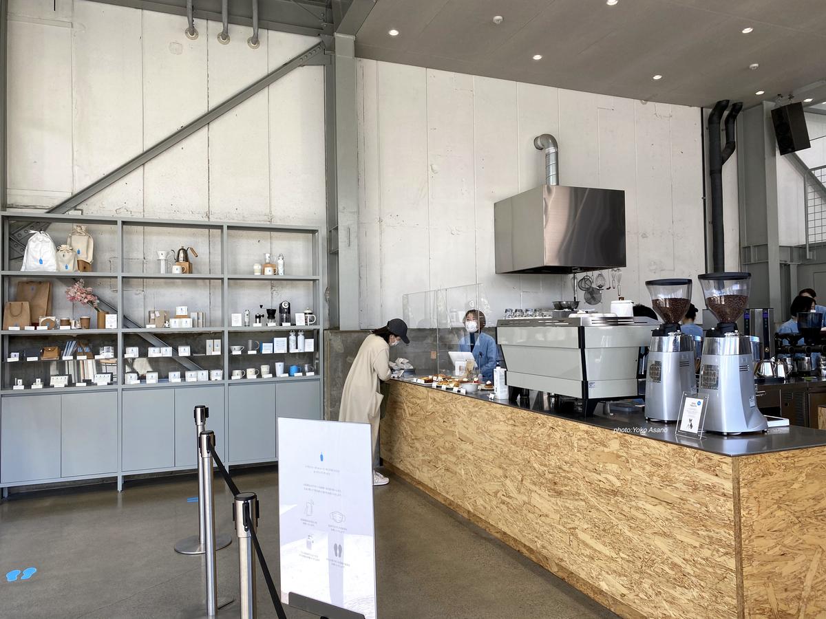 ブルーボトルコーヒー清澄白河店の店内の画像