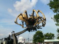 巨大蜘蛛 構造はこうなってます。土木作業機械の仲間っぽい。