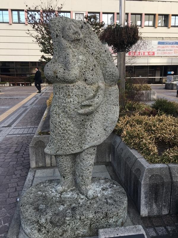 JR宇都宮駅前の餃子像