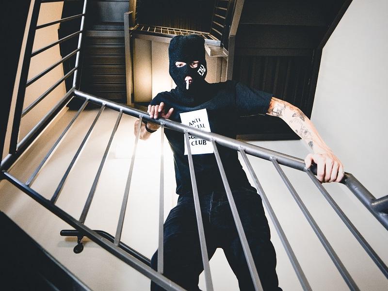 強盗による携行品損害保険