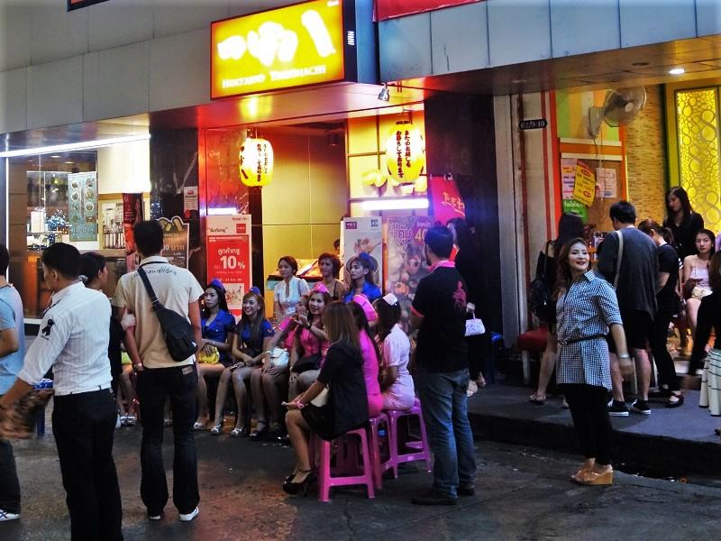 バンコクの日本人街「タニヤ」