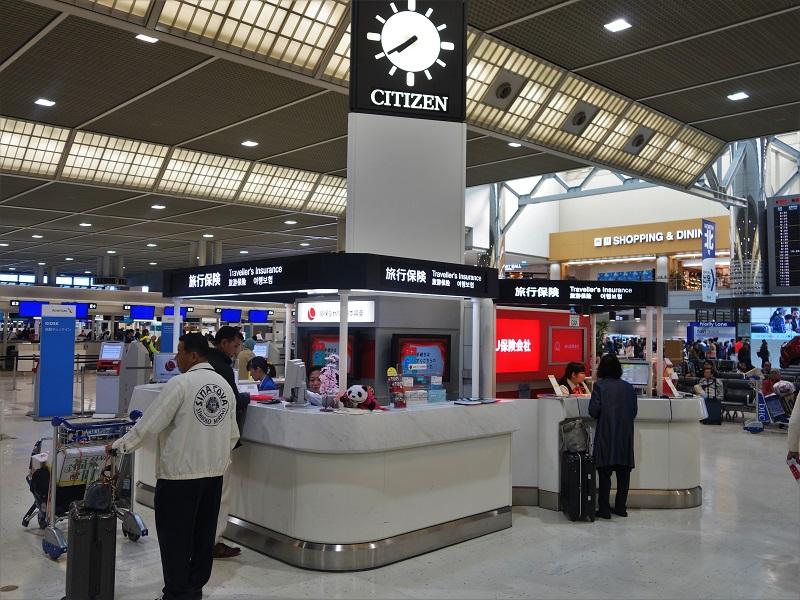 成田空港の海外旅行保険申し込みブース