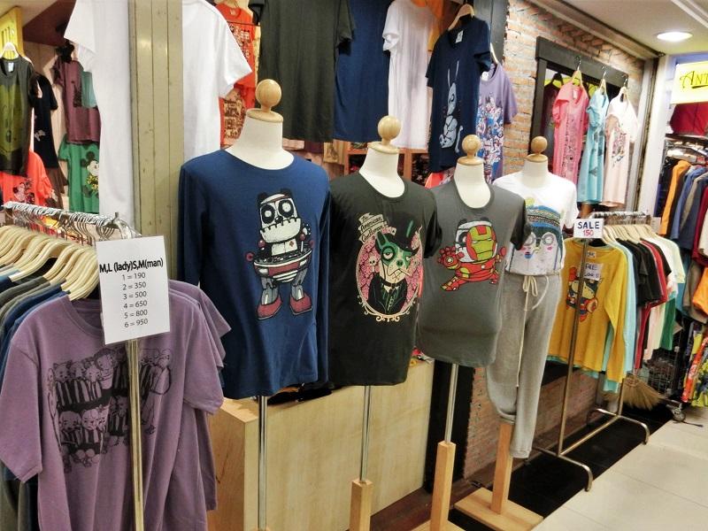 プラチナムファッションモール(Platinum Fashion Mall)のTシャツ
