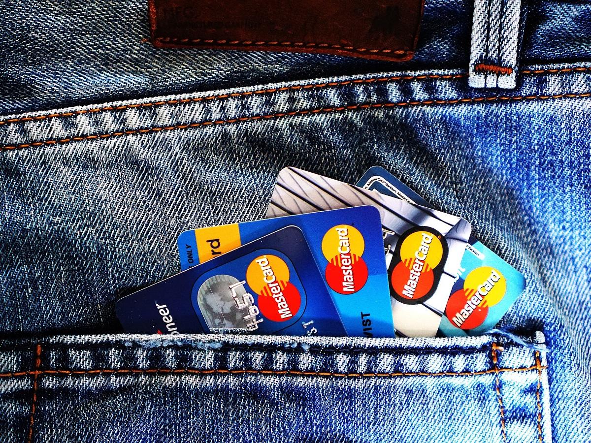2%還元を受けれるクレジットカード(デビットカード、プリペイドカード)を紹介する