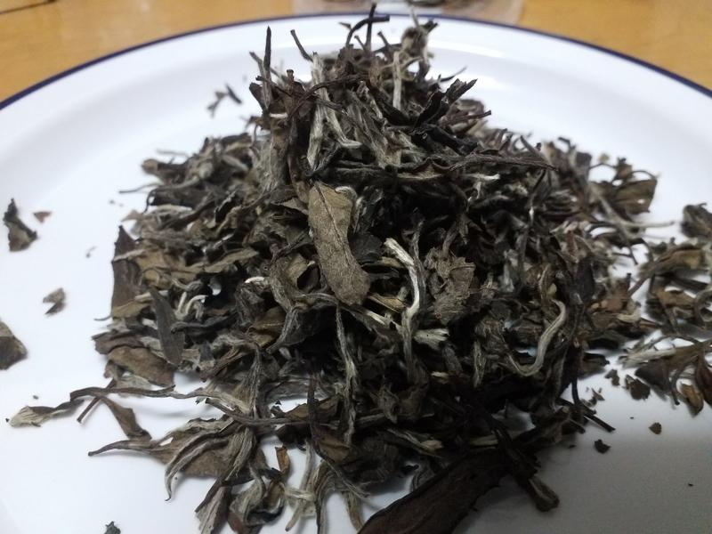 白牡丹の茶葉