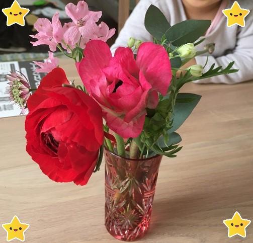 定期便のお花を花瓶に