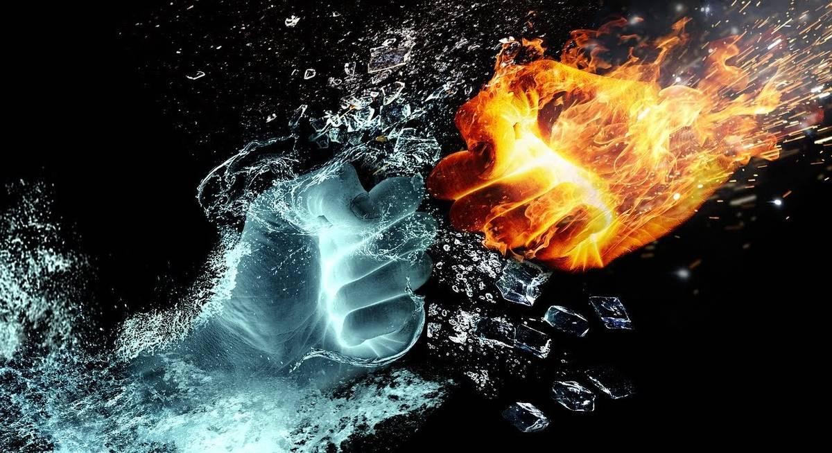 水の拳と炎の拳がぶつかり合う