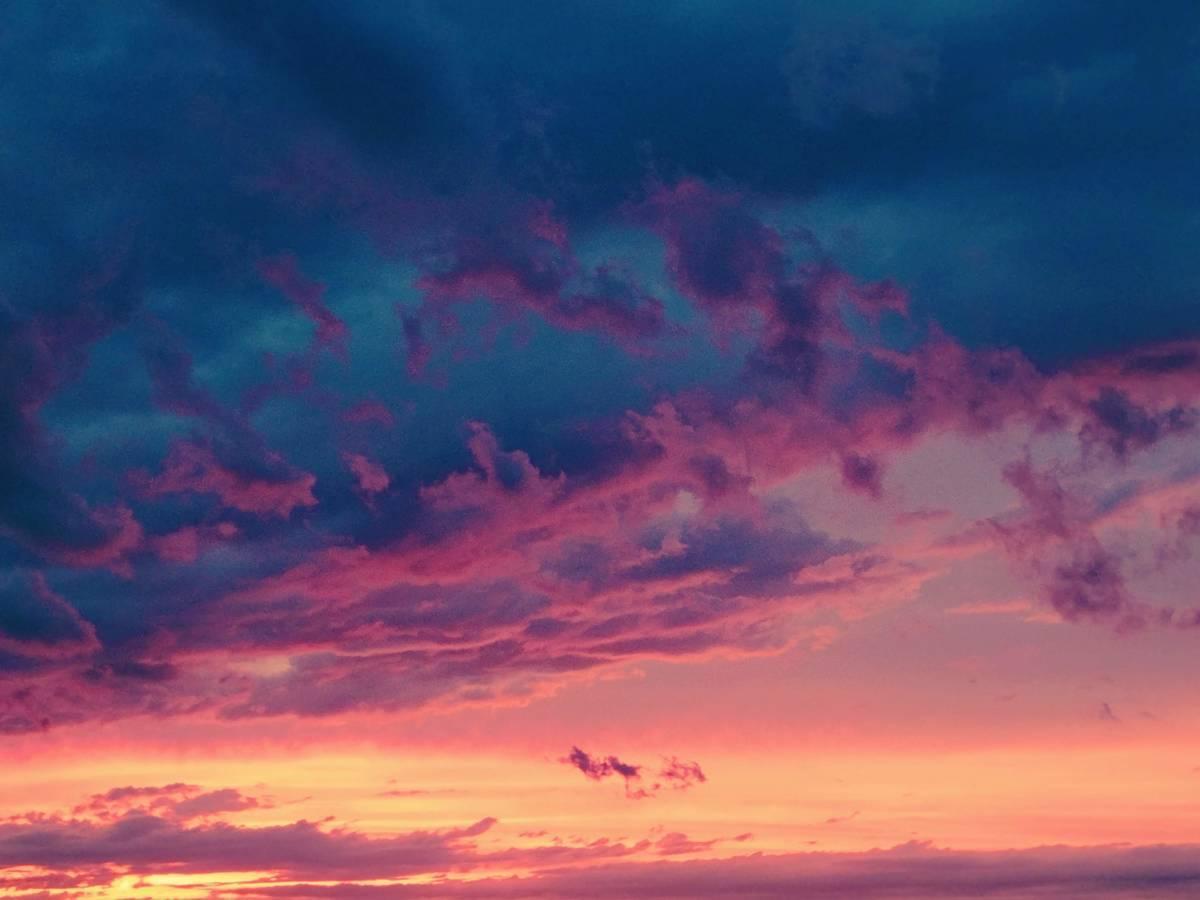 赤と青に染まる空の写真
