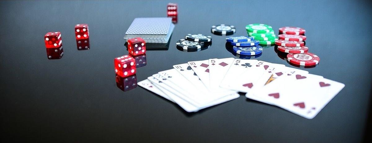 トランプ、カード、コイン、サイコロ、ダイス