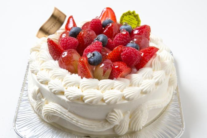 ベリーのデコレーションケーキ