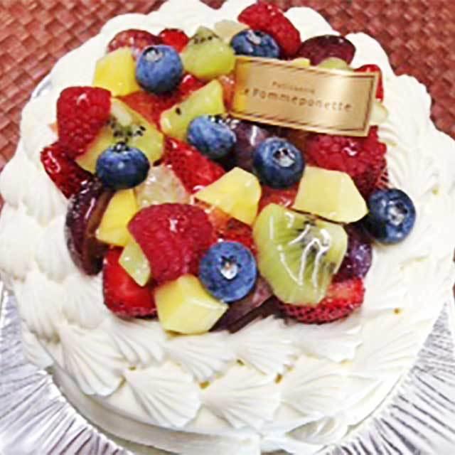 フルーツのデコレーションケーキ