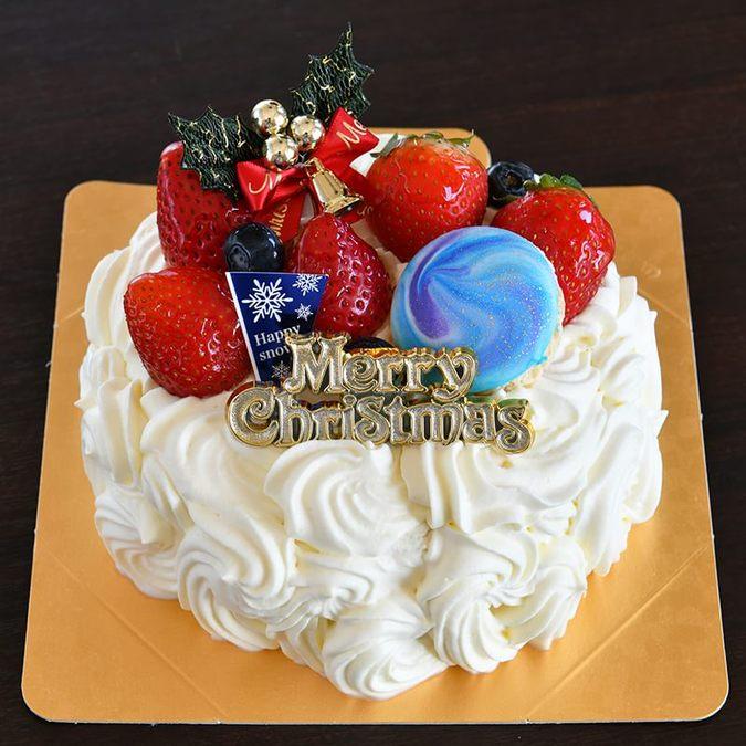 たっぷり北海道生クリームと苺のケーキ