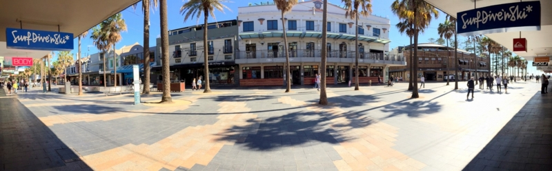 オーストラリア シドニー マンリー コルソ(歩行者天国)の商店街 週末