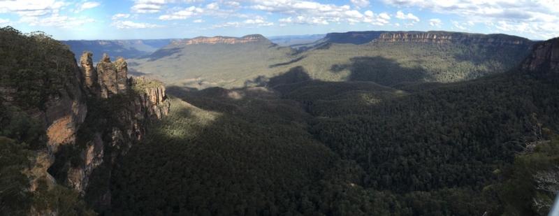 オーストラリア ブルーマウンテンズ国立公園のエコーポイント 下の段からの景色 パノラマビュー