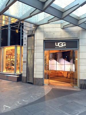 シドニー キングストリートのアグの店入口(King St UGG)