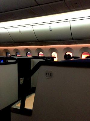 ANA 全日空 787 NH880 ビジネスクラス シドニー 羽田便 朝焼けがきれい