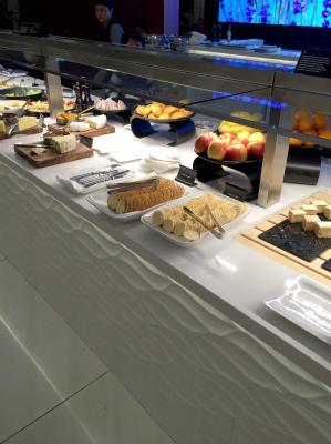 オーストラリア シドニー空港 ニュージーランド・エア ANAビジネスクラス ラウンジ フルーツとチーズなど