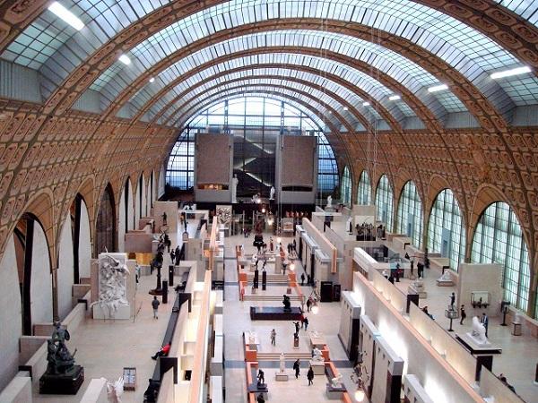 パリ オルセー美術館内 アーチ状のガラス天井