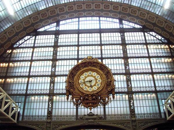 パリ オルセー美術館 金の大時計 ホームに当時から飾られている