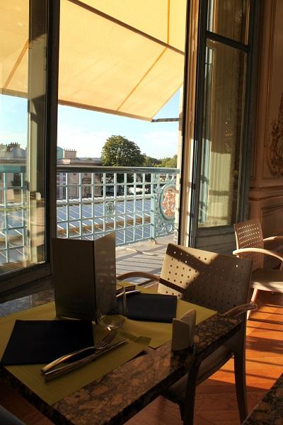 パリ オルセー美術館 レストラン 窓の外